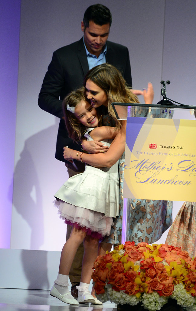 Jessica-Alba-Family-Mother-Day-Luncheon-Pictures (2)