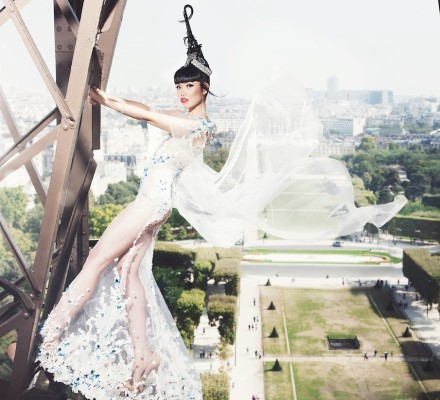 (Official Photo) Jessica Minh Anh on the Eiffel Tower in Hoang Hai, Buccellati, Mont Blanc