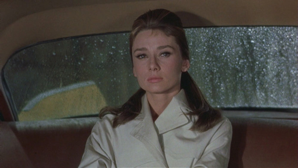 20141006_trench-coat-holly-golightly-breakfast-tiffany-audrey-hepburn