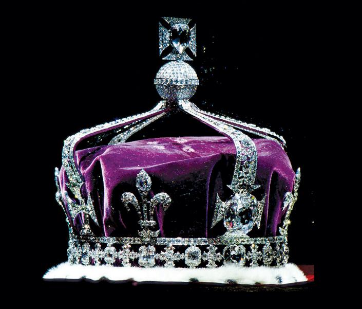chưa cần gắn lên chiếc vương miện, bản thân viên kim cương koh-i-nur đã là một biểu tượng lớn của quyền lực chuyển giao qua các thế hệ