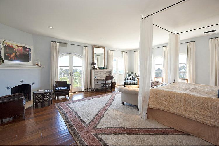 Hilary-Swank-celebrity-bedrooms-2