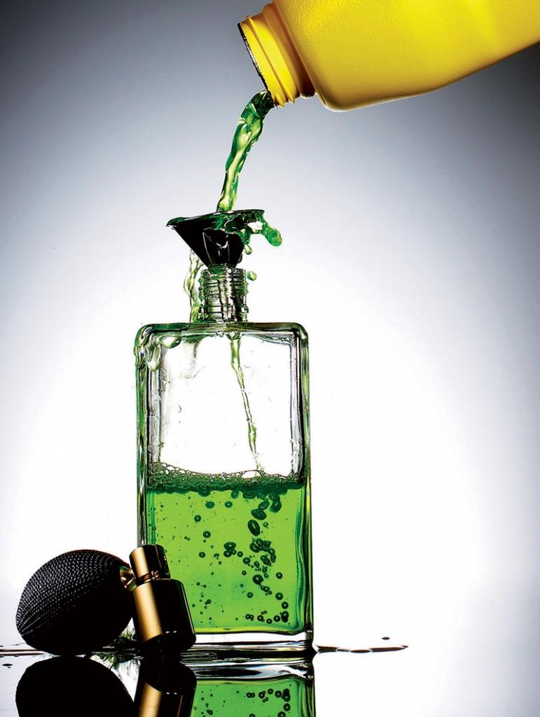 Nước hoa cao cấp bị làm giả tại nhiều quốc gia từ những hóa chất rẻ tiền