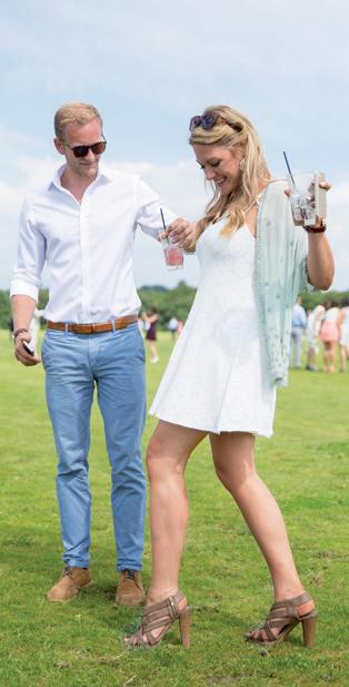Hãy chọn một đôi giày chắc chắn để tham gia trò chơi giặm cỏ