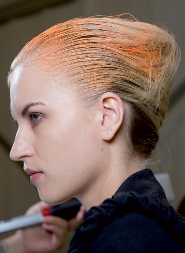 10 bí quyết giữ màu tóc nhuộm lâu phai: Chờ 72 tiếng trước khi gội đầu