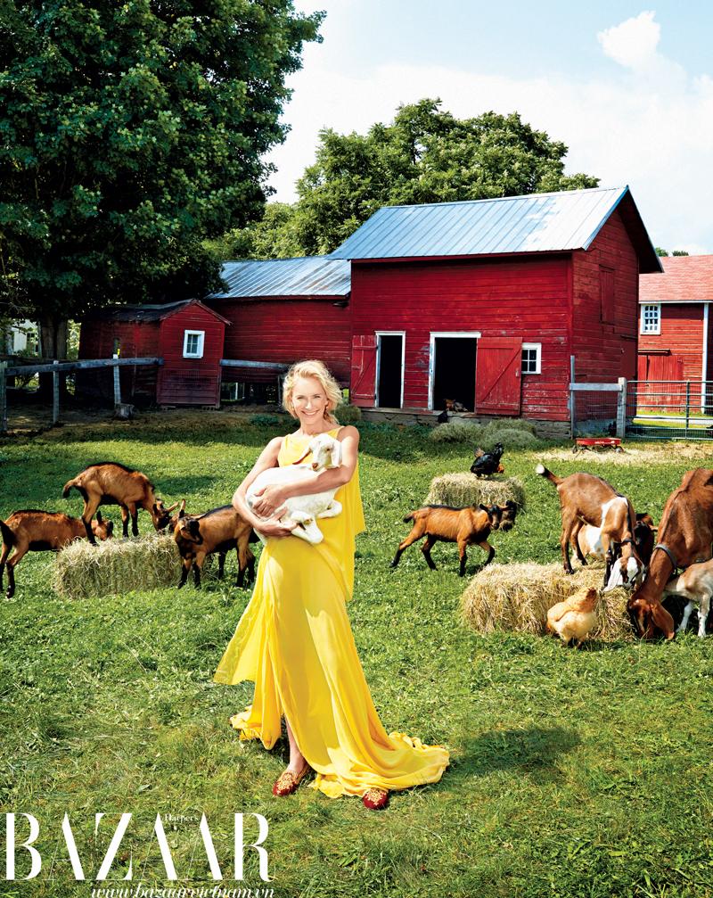 Gardner hạnh phúc trong trang trại. Cô mặc đầm Donna Karan New York