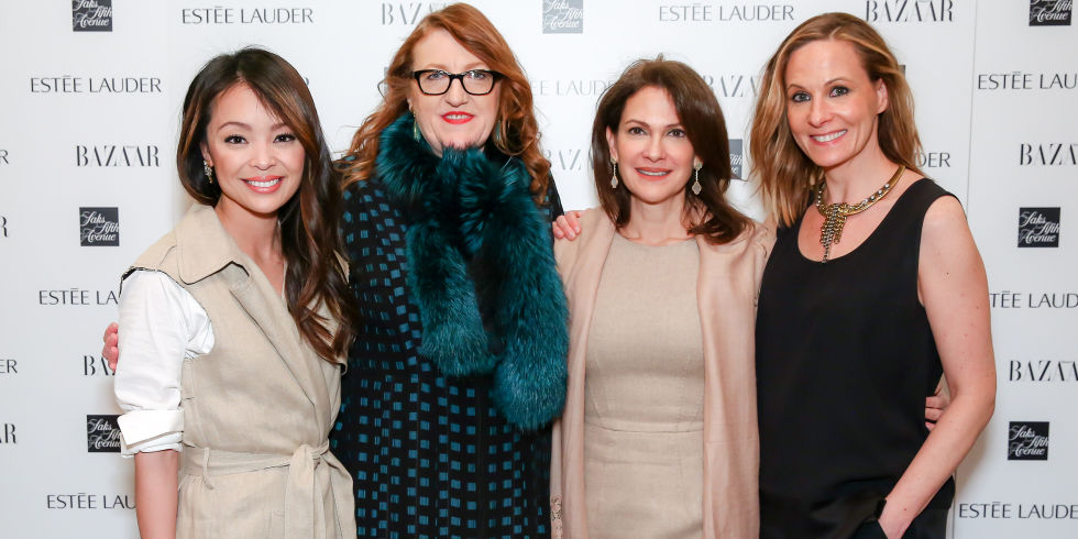 Juley Thuy Le bên cạnh Tổng biên tập Bazaar Mỹ, bà Glenda Bailey và các ứng viên khác