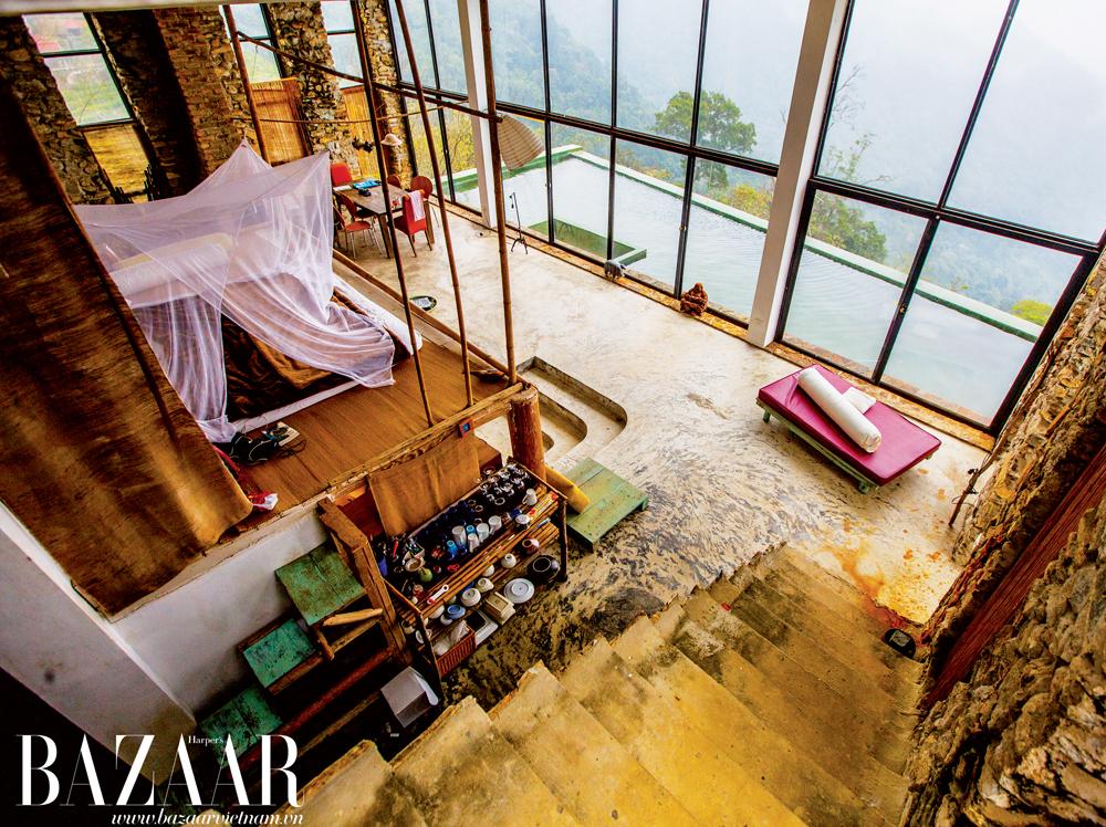 Căn nhà được thiết kế như một studio mở, chỉ có sự chuyển đổi không gian nhờ độ cao của các bậc thang, mang đến cảm hứng sáng tạo cho người ở