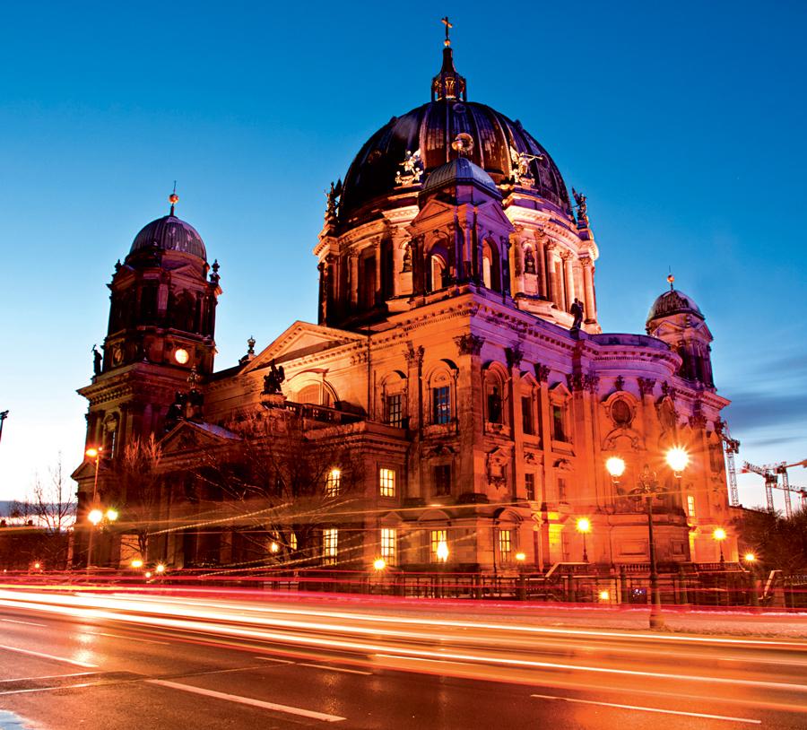 Berlin Dom trong ánh hoàng hôn đẹp rực rỡ