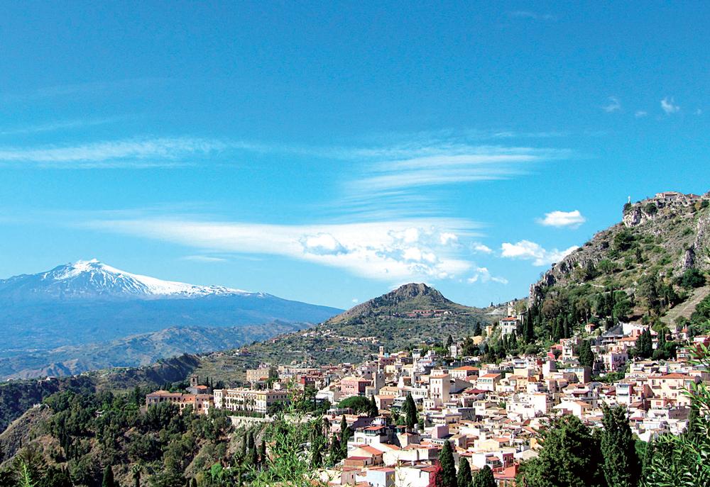 Muốn đến Etna, bạn có thể khởi hành từ Céfalu. Giá tour một ngày, có hướng dẫn khoảng 2.000.000 đồng
