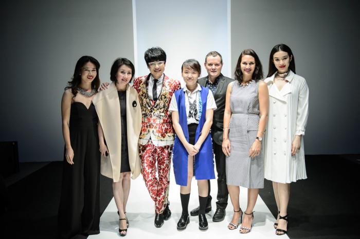 Silvia Teh cùng đại diện Harper's Bazaar 5 nước trong khu vực. Từ trái qua: Việt Nam, Indonesia, Singapore, Malaysia (thứ hai từ phải qua) và Thái Lan (bìa phải)