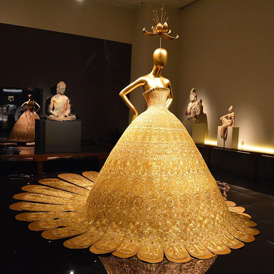 CHINA-THROUGH-THE-LOOKING-GLASS-guopei