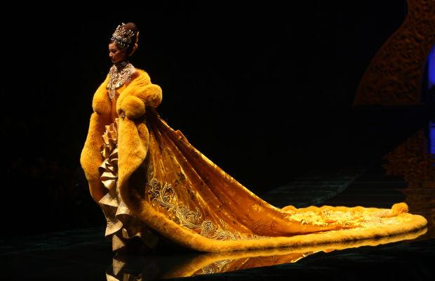 Guo-pei-rihanna-dress