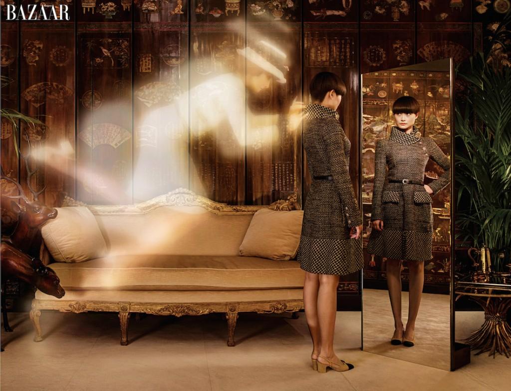 Đầm, thắt lưng và giày, Chanel. Hồn ma của Coco mặc đầm Chanel vintage.
