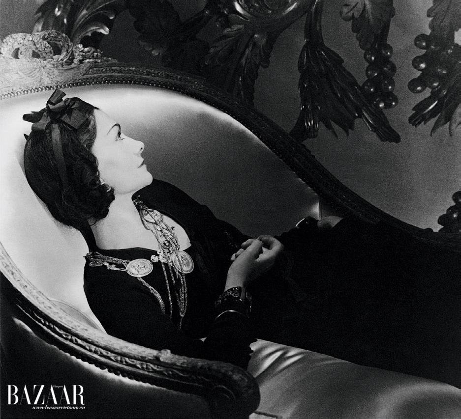 Chanel thừa hưởng tính cách khắc nghiệt, không dễ mủi lòng từ các nữ tu ở Aubazine. Dù vậy, sâu thẳm tâm hồn bà là sự nhạy cảm, dễ bị tổn thương