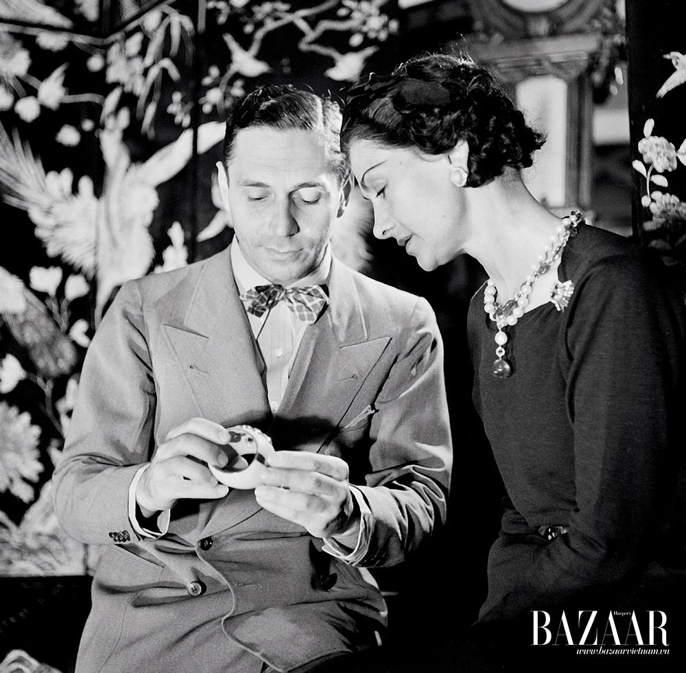 Coco Chanel và Fulco di Verdura, nhà kim hoàn người Ý (1898–1978), tại Paris vào năm 1937
