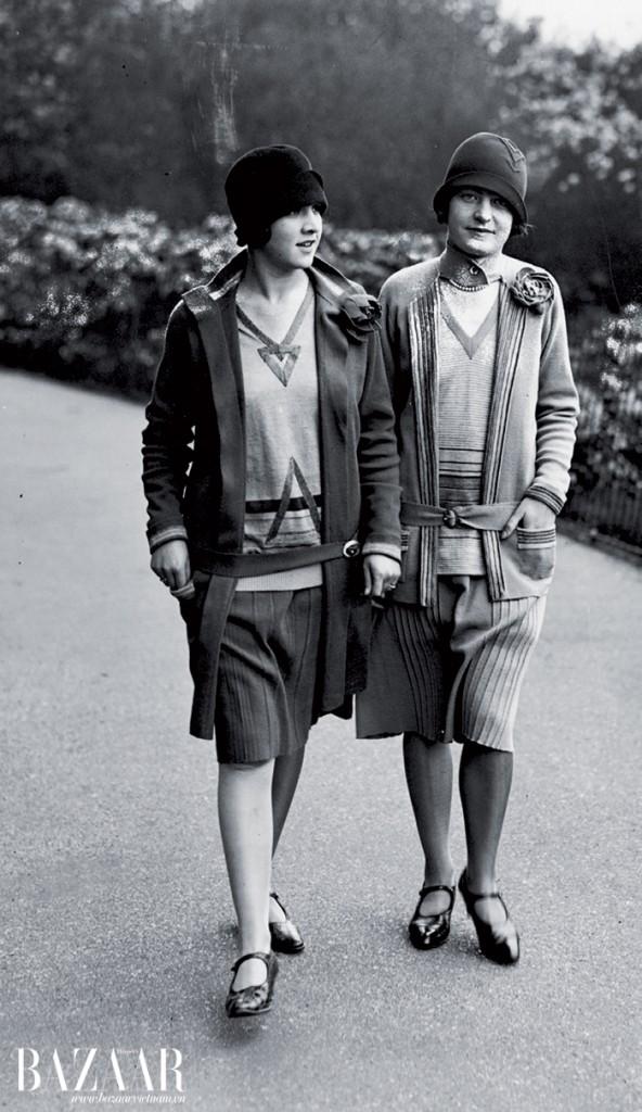 Các thiếu nữ của thập niên 1930 trong những bộ đồ có họa tiết hình học