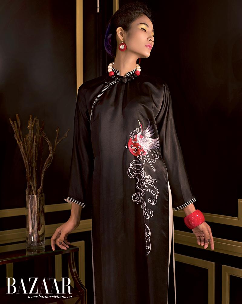 Áo dài lụa phi bóng thêu chim hạc sải cánh trên mây, Trịnh Hoàng Diệu