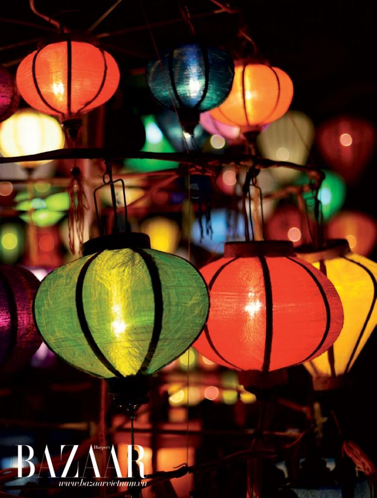 Những chiếc đèn lồng rực rỡ được bày bán rất nhiều ở các con phố bên cầu An Hội