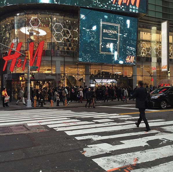 Times-Square-Line-Stretched-Around-Block