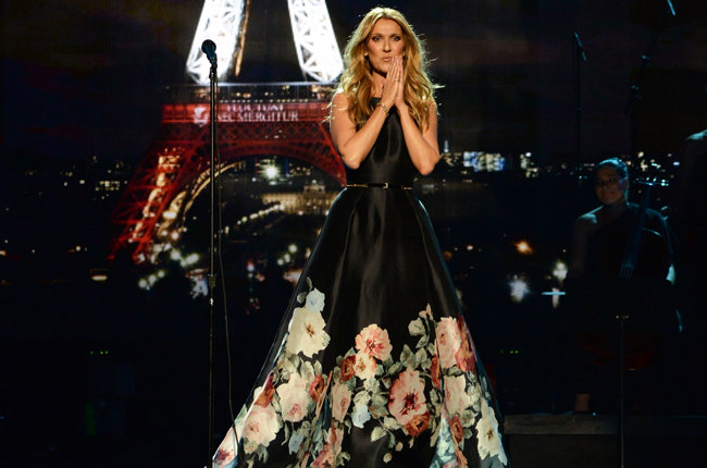celine-dion-american-music-awards-memorable-2015-paris-11