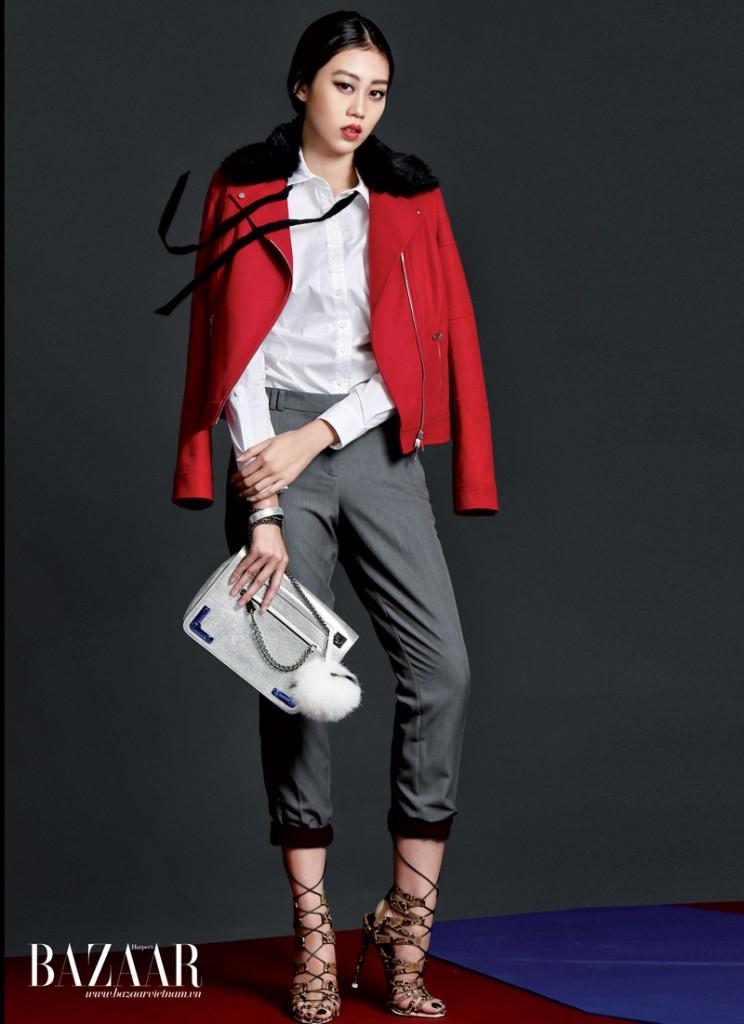 Sơ-mi trắng, áo khoác cổ lông, Karen Millen. Quần ôm màu rượu mặc bên trong và quần tây xám mặc chồng bên ngoài, Topshop. Túi, Furla.