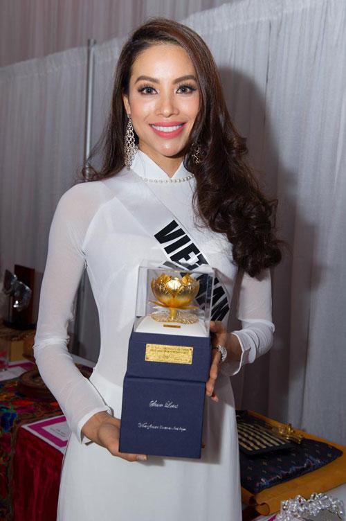 Pham-Huong-ao-dai-Miss-Universe-5