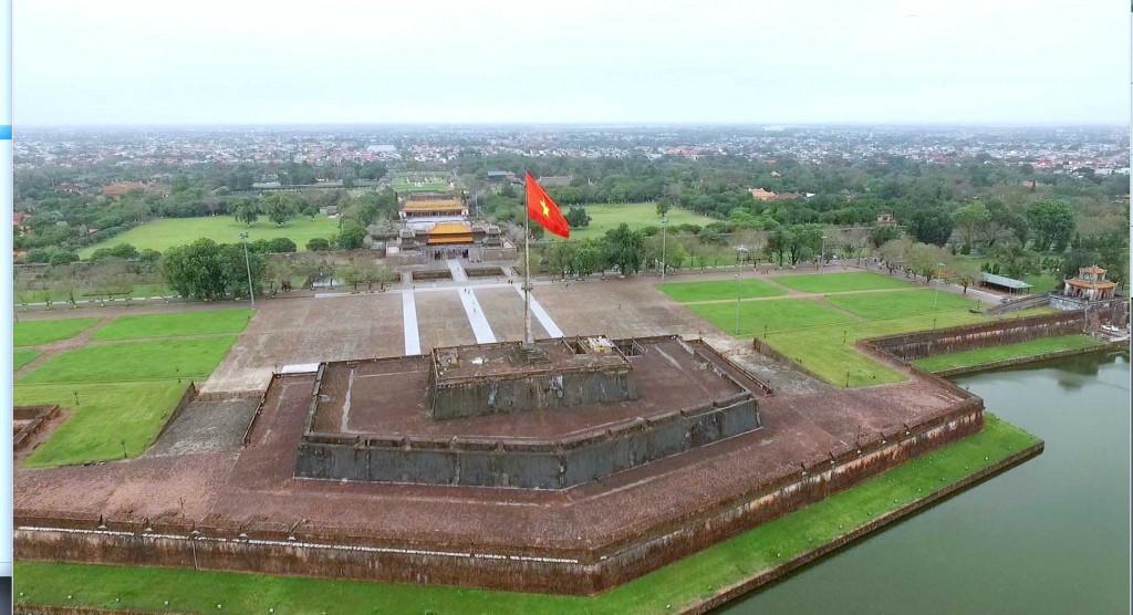 Project-runway-vietnam-2015-tap6-6