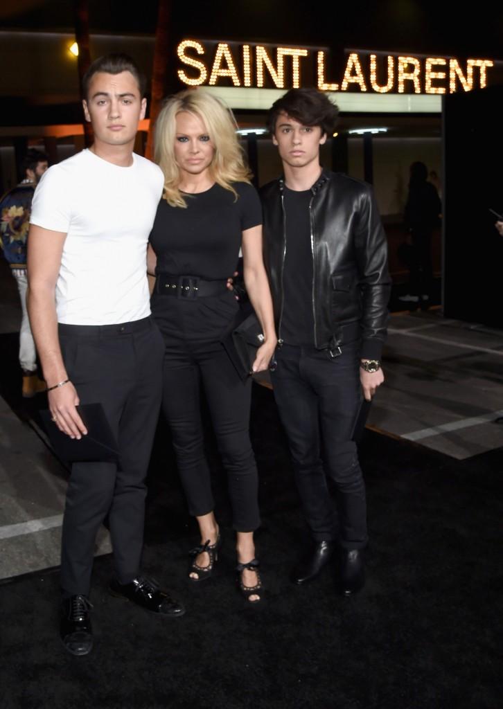 Cô đào Pamela Anderson và hai cậu con trai Brandon và Dylan Lee cũng góp mặt tại sự kiện.