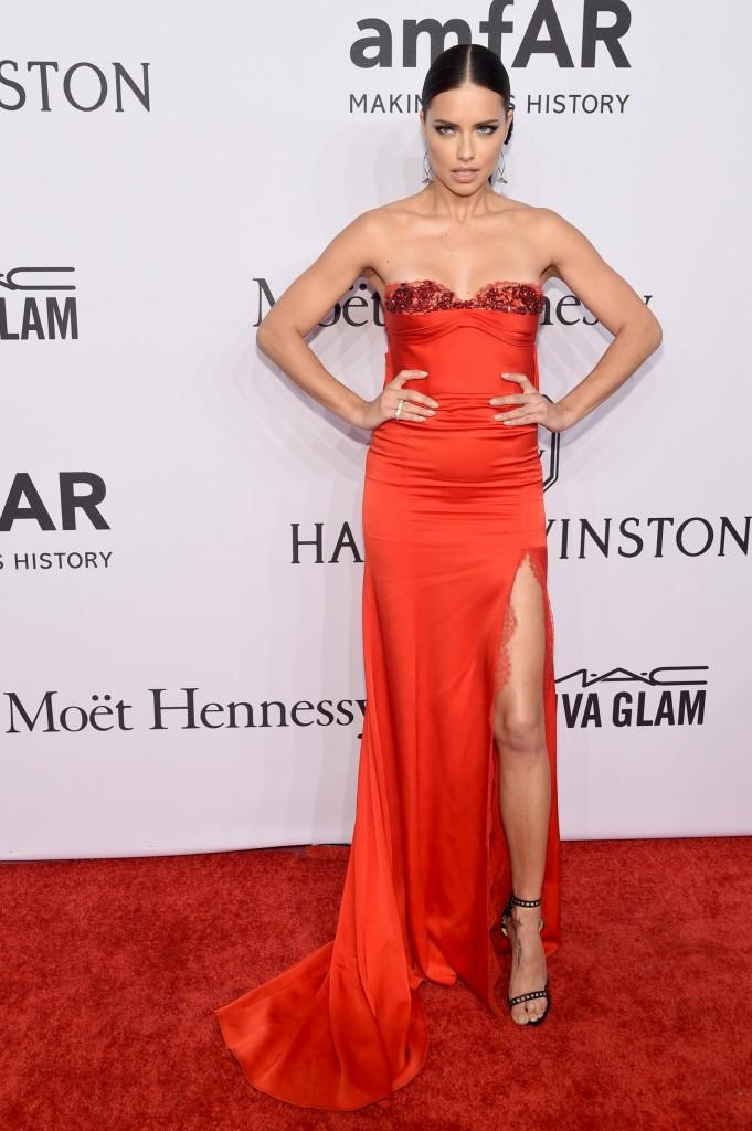 Adriana Lima mặc Marchesa