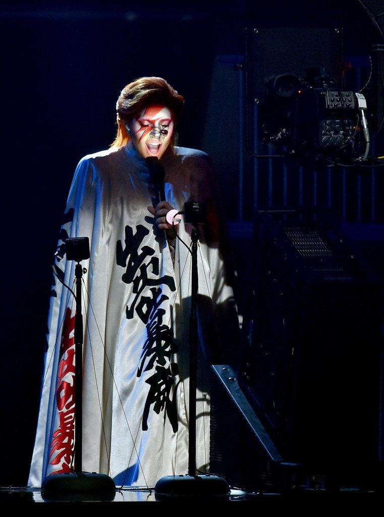 lady-gaga-tai-hien-david-bowie-grammy-2016-9