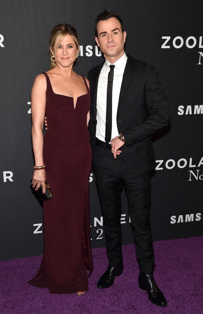 Cô đào Jennifer Aniston mặc đầm Galvan, đến ủng hộ chồng, nam tài tử Justin Theroux, một diễn viên trong phim