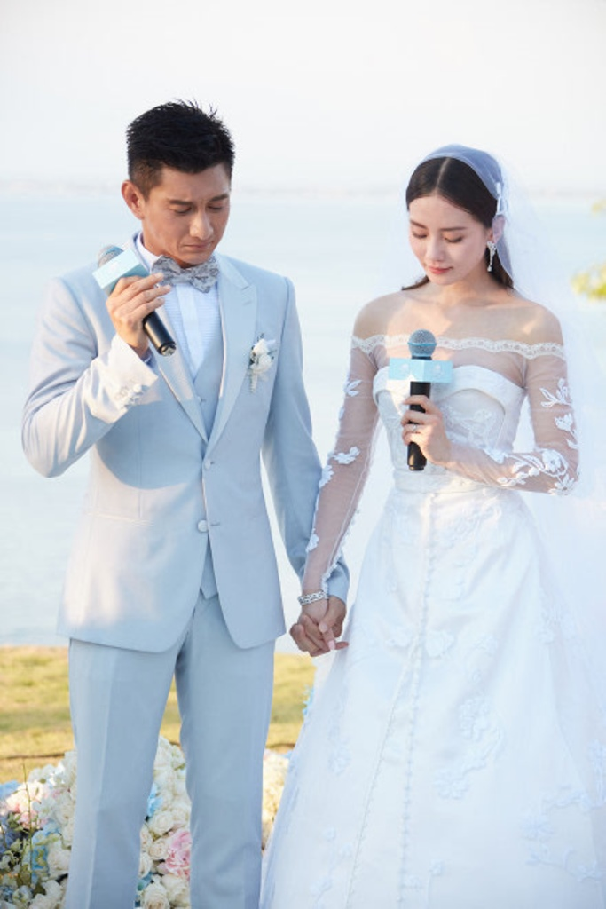 Cặp đôi hạnh phúc trong lễ cưới