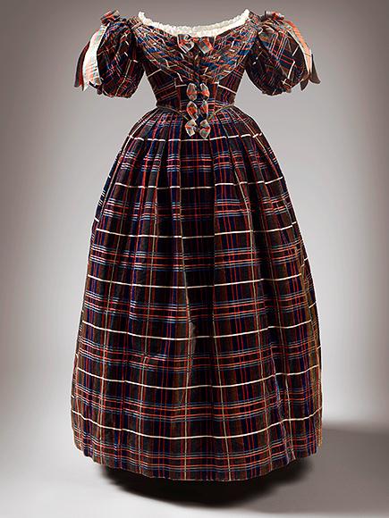 1460231773-queen-elizabeth-dress-3-435