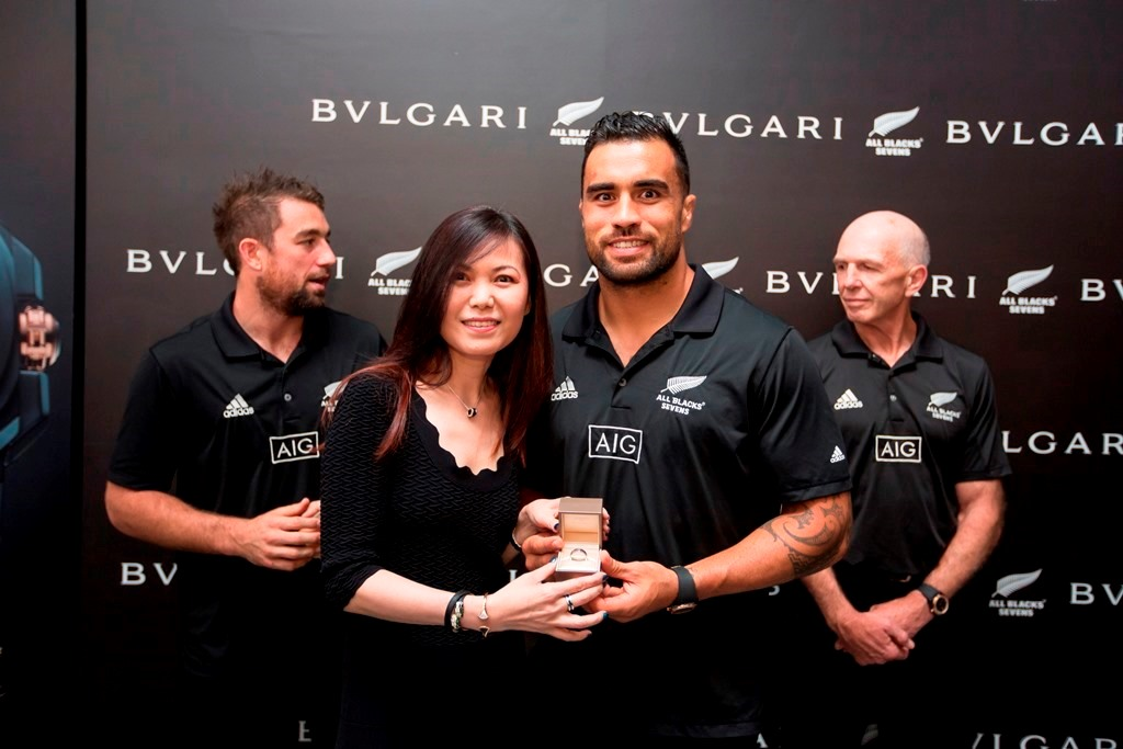 Bulgari Managing Director for SEA & India Jenny Cheah presents a STC ring to All Blacks player and Sevens Team Captain, Liam Messam