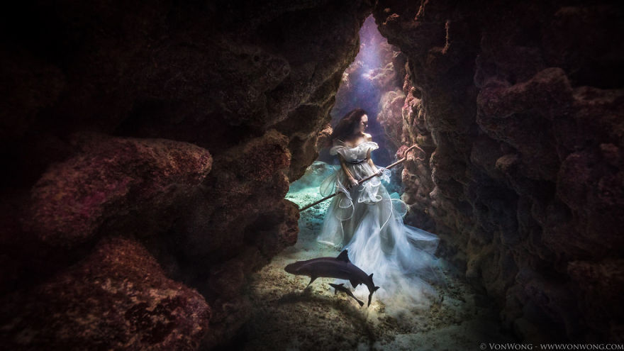 I-tied-down-a-model-underwater-with-sharks-swimming-around-her26__880