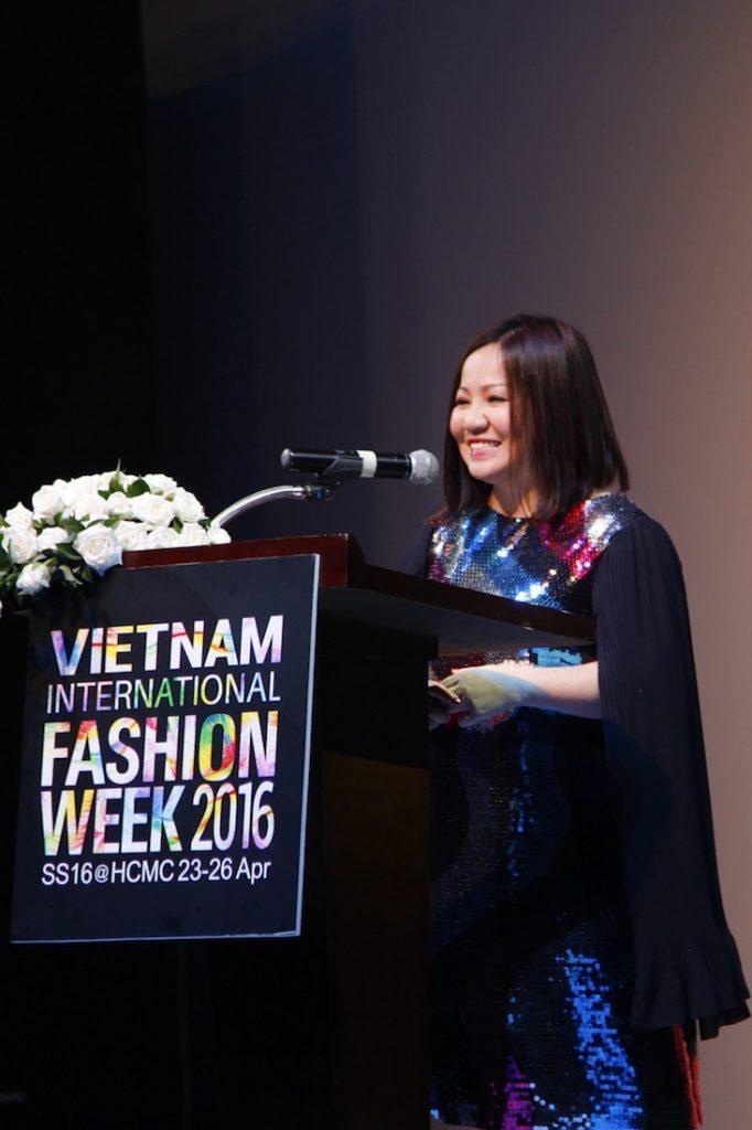 """Cô cho biết: """"Có thể nói Vietnam International Fashion Week là tuần lễ thời trang có quy mô lớn nhất và chất lượng đạt chuẩn quốc tế nhất từ trước tới nay tại Việt Nam"""""""