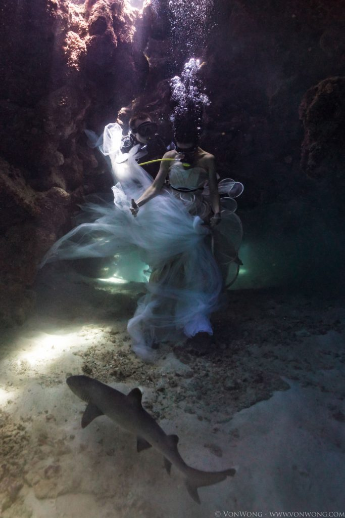 i-tied-down-a-model-underwater-with-sharks-swimming-around-her-2__880