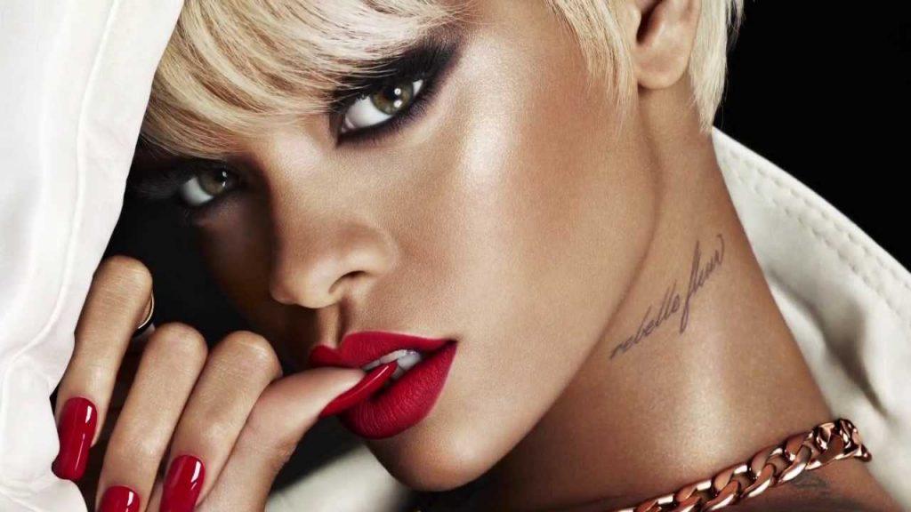 Trước đây, Rihanna đã từng hợp tác với Mac.