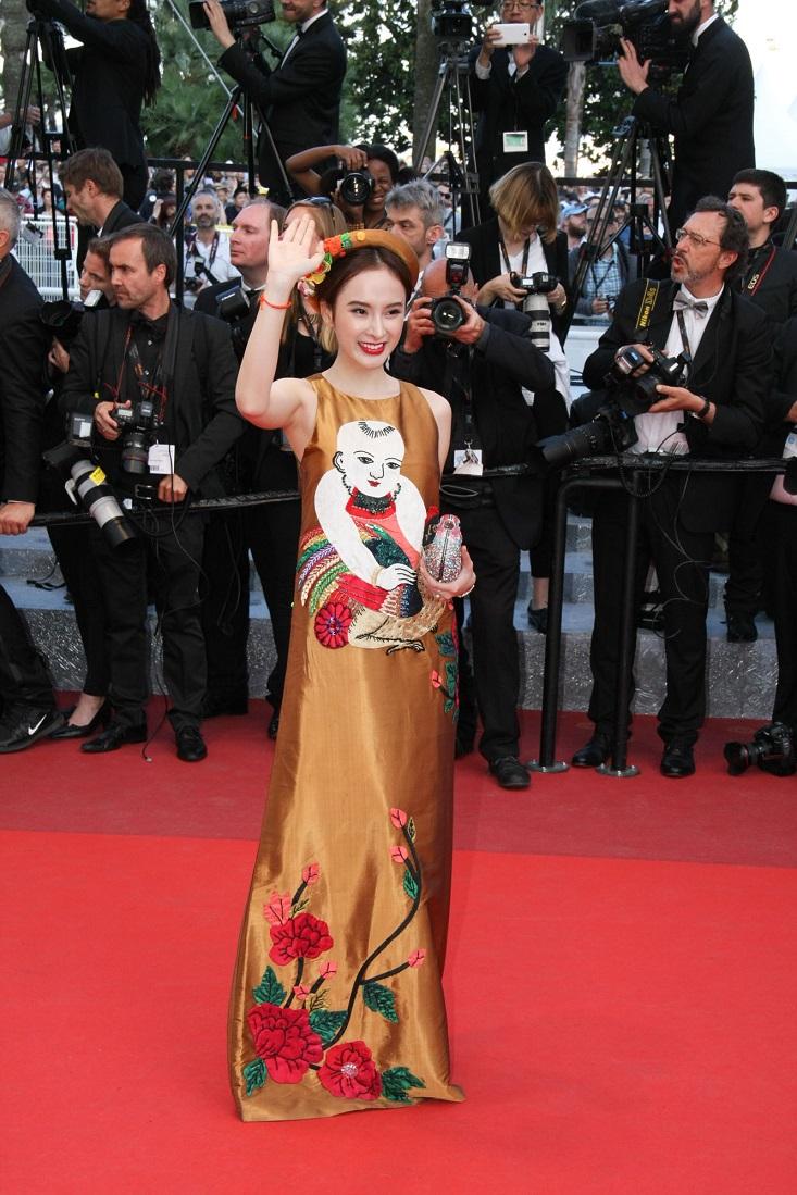 Angela Phương  Trinh đem trang phục truyền thống đến thảm đỏ Cannes