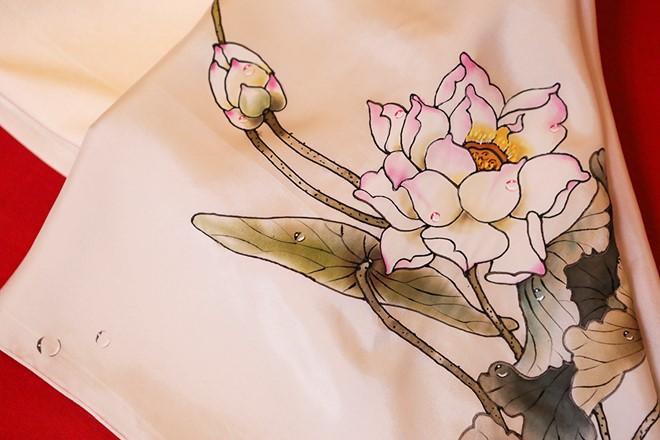 Cận cảnh họa tiết hoa sen