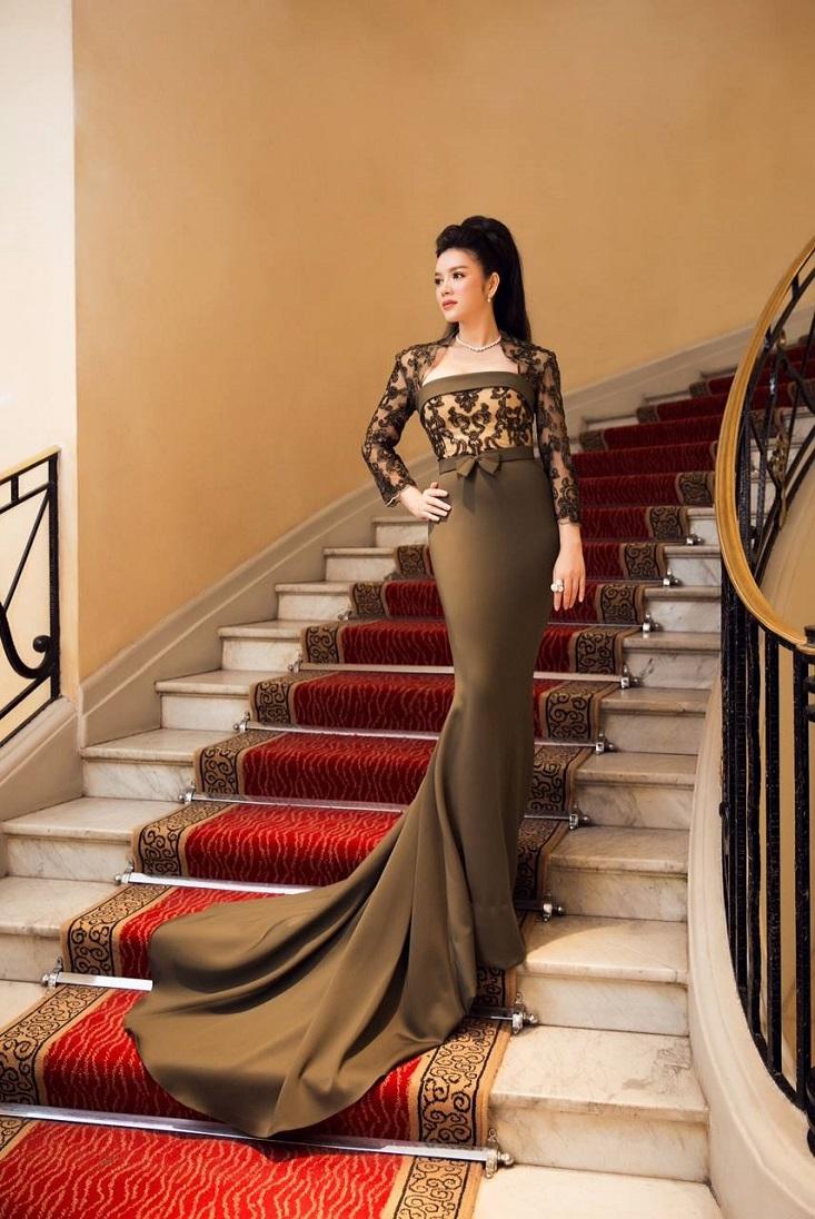 Bộ đầm đuôi cá thuộc dòng cao cấp của thương hiệu thời trang Georges Hobeika