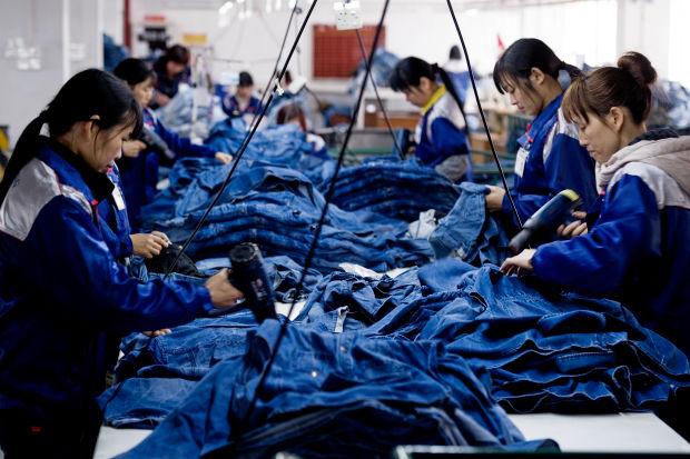 Để giữ vững tiêu chí rẻ và hợp mốt, các thương hiệu đã bắt đầu di dời nhà máy sản xuất qua những quốc gia đang phát triển