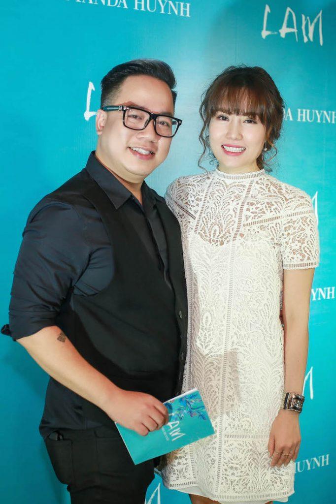 MC Tùng Leo cùng cô dẫn chương trình