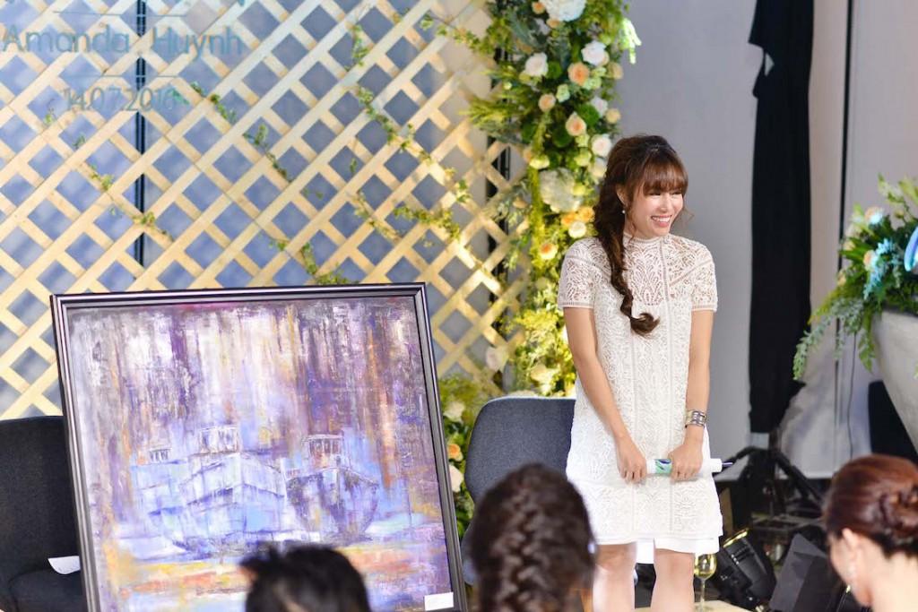 Cô còn ra mắt những tác phẩm hội họa của mình