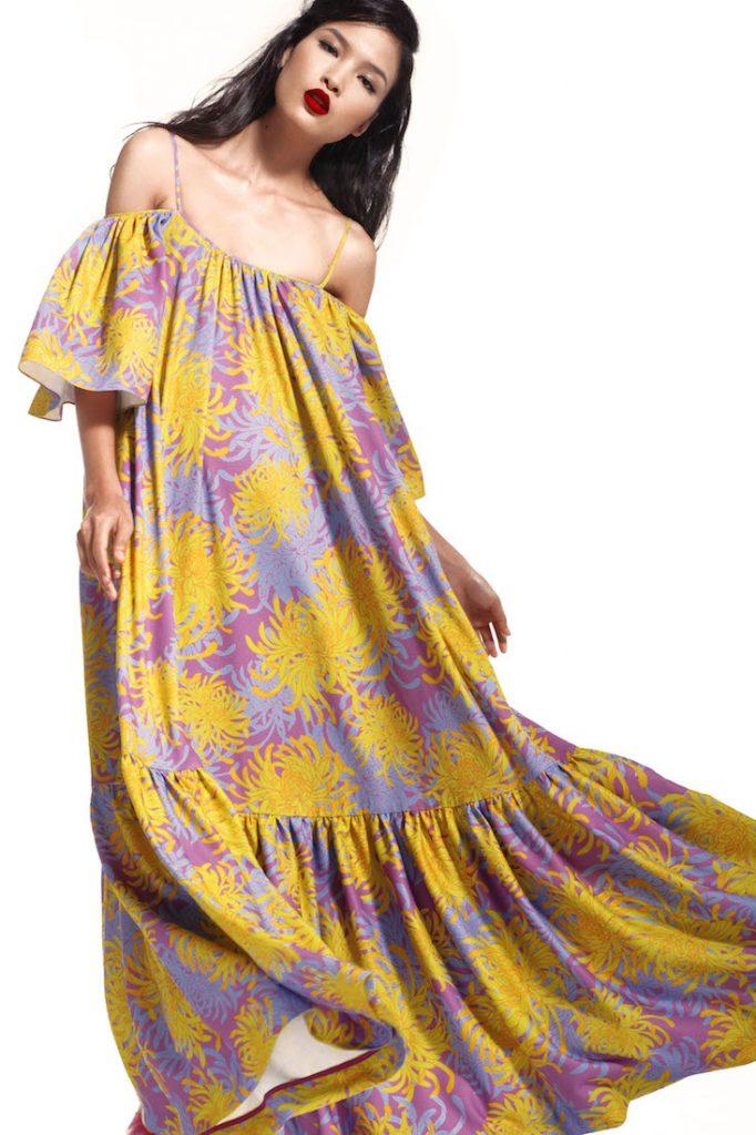 Anh cũng mang đến những mẫu áo đầm với độ rũ cao tạo sự thoải mái và lả lướt cho người phụ nữ