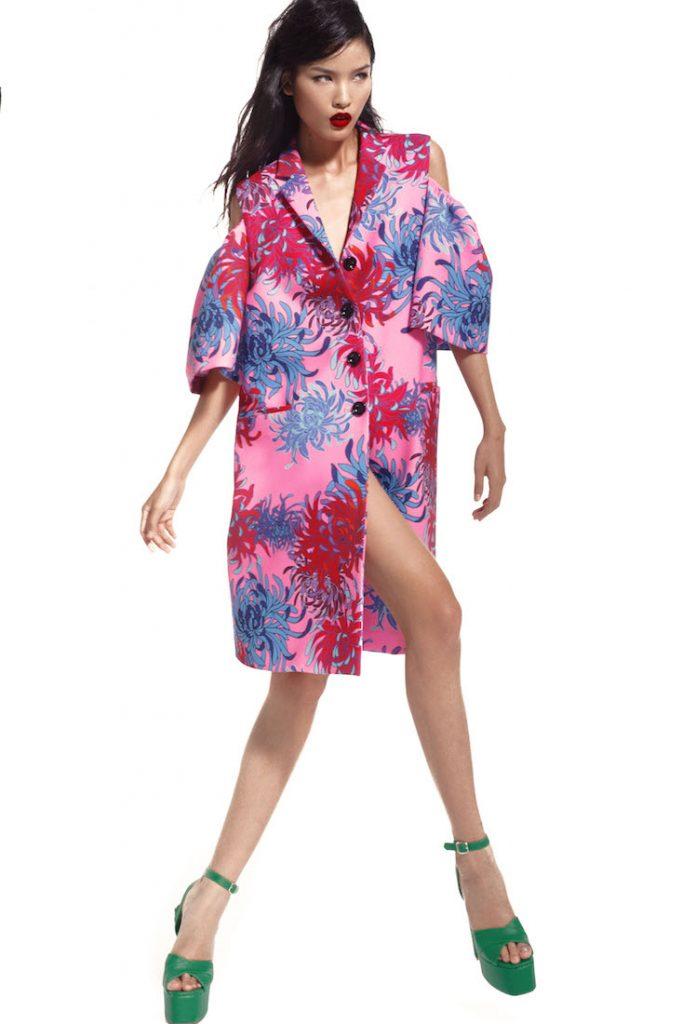Anh cũng đi theo phong trào áo shirt-dress suông oversize