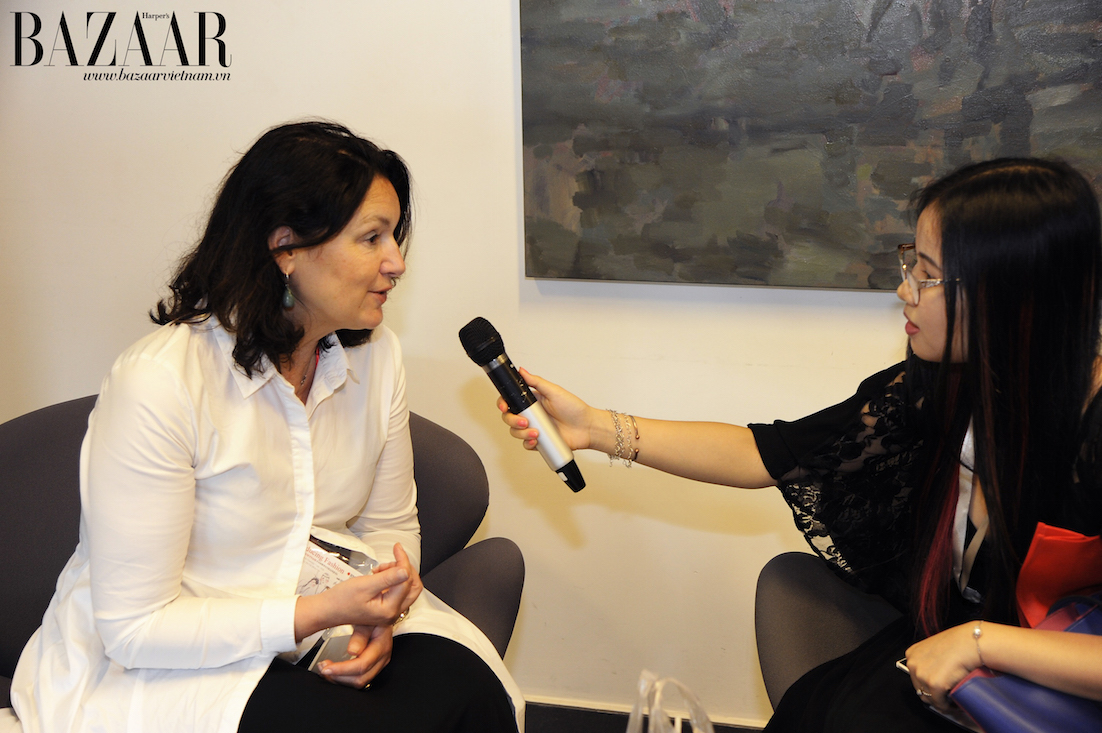 Biên tập viên Web của Harper's Bazaar phỏng vấn giáo sư José Teunissen