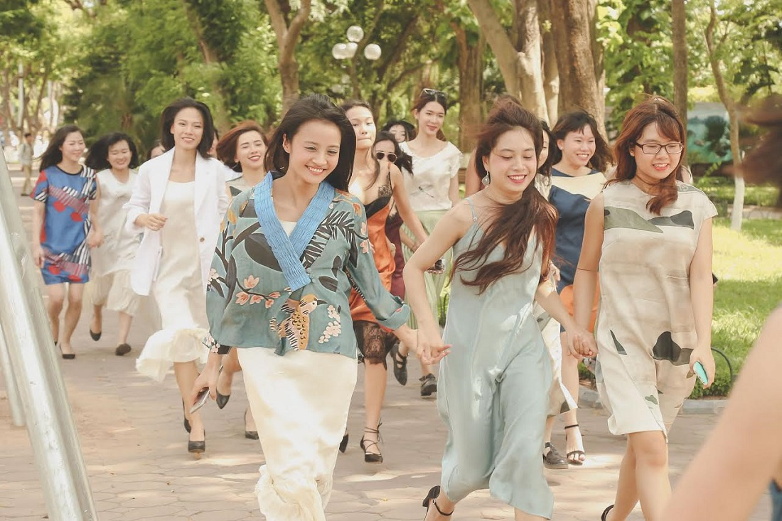Sau thành công của chiến dịch tại Sài Gòn, một lần nữa Li Lam đã mang làn gió mới đến Hà thành qua những set trang phục ấn tượng của cô, và dường như ngay lập tức thiết kế của Lam đã nhận được sự yêu mến từ các cô gái Thủ Đô