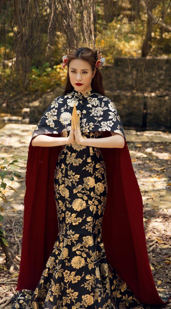 Nữ ca sĩ khiến khán giả hâm mộ thích thú với hình tượng một nữ hoàng quyền lực trong trang phục của nhà thiết kế Tăng Thành Công