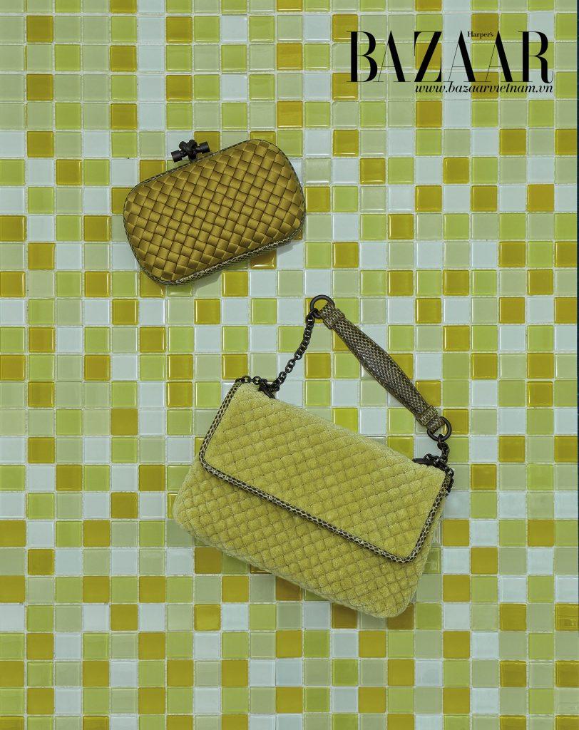 Clutch The Knot chất liệu satin (trên) và túi Baby Olimpia chất liệu nhung, Bottega Veneta.